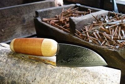 Damastmesser, besteht aus 567 Lagen Stahl